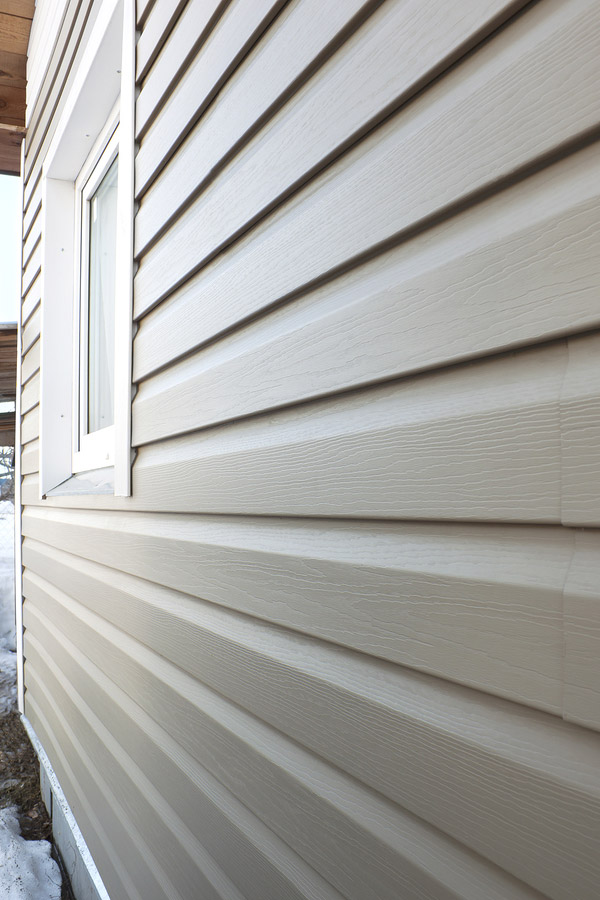aluminum siding installation on home